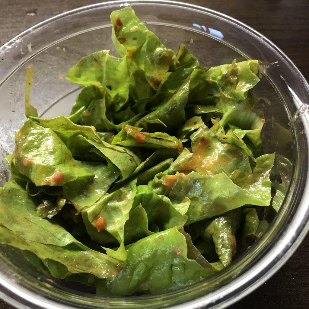Salat mit Tomatendressing